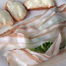 Crostini mit Taleggio und Lardo
