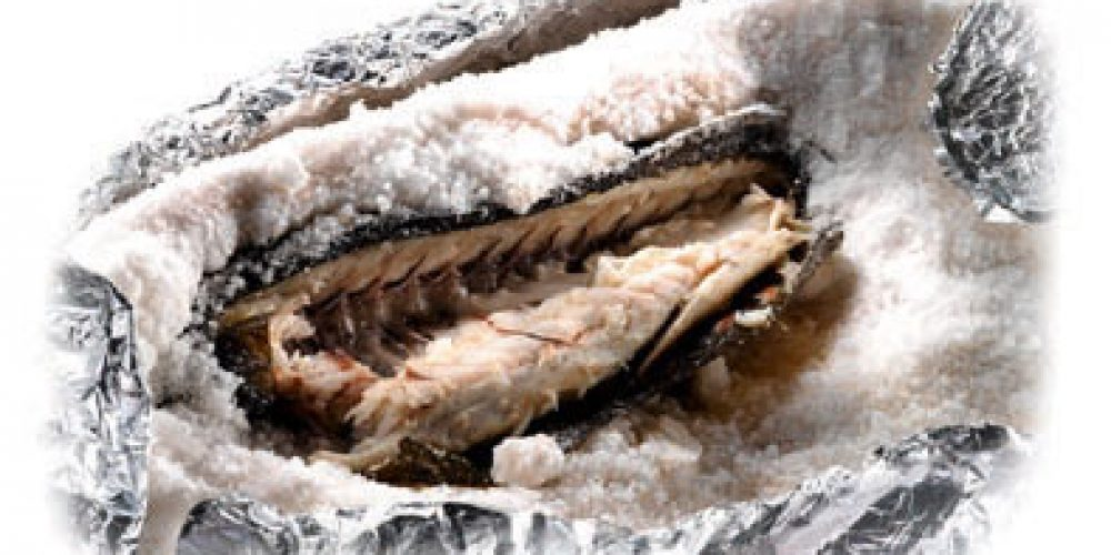 Wolfsbarsch (Branzino) in Salzkruste
